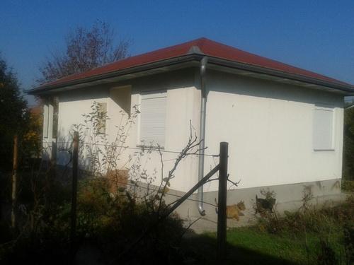 Kuća u Borči, 50m2, 7 ari placa