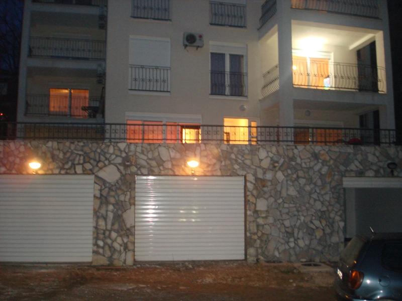 Prodajem stanove u Kotoru