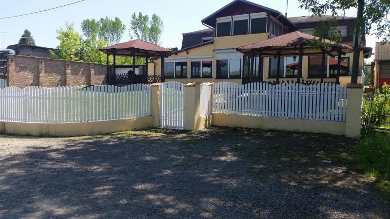 Hrvatska ALJMAŠ Stan i ugostiteljski lokal 455 m2  iznajmljujem ,
