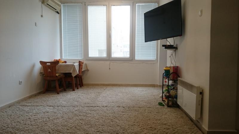 Iznajmljujem dvosoban stan na prvom spratu u centru Podgorice